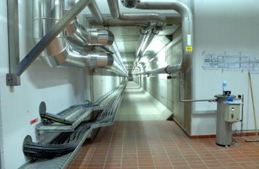 Versorgungs- und Rohrkanal 2